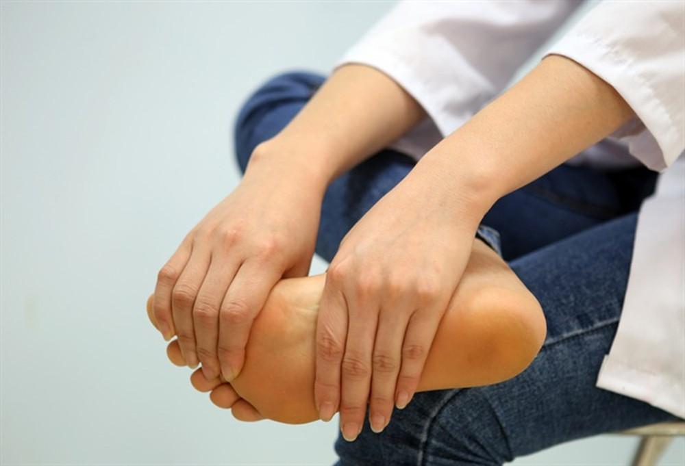 Nguyên nhân bị tê chân