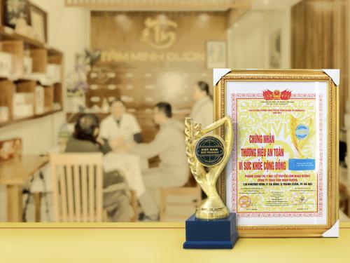Cúp vàng và bằng khen thương hiệu Vì sức khỏe cộng đồng năm 2018