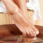 Muối ngâm chân trị đau khớp có tốt không? Những loại muối