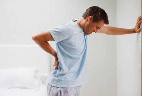 Nguyên nhân đau giữa lưng