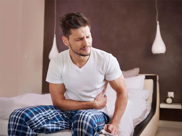 đau bụng dưới và đau lưng ở nam