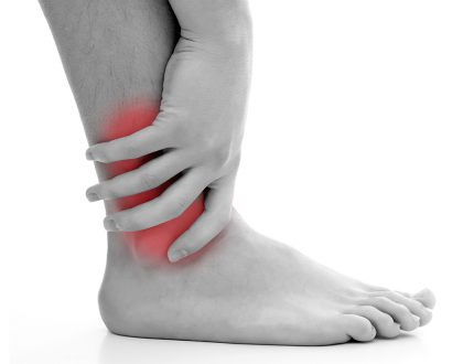triệu chứng đau khớp cổ chân