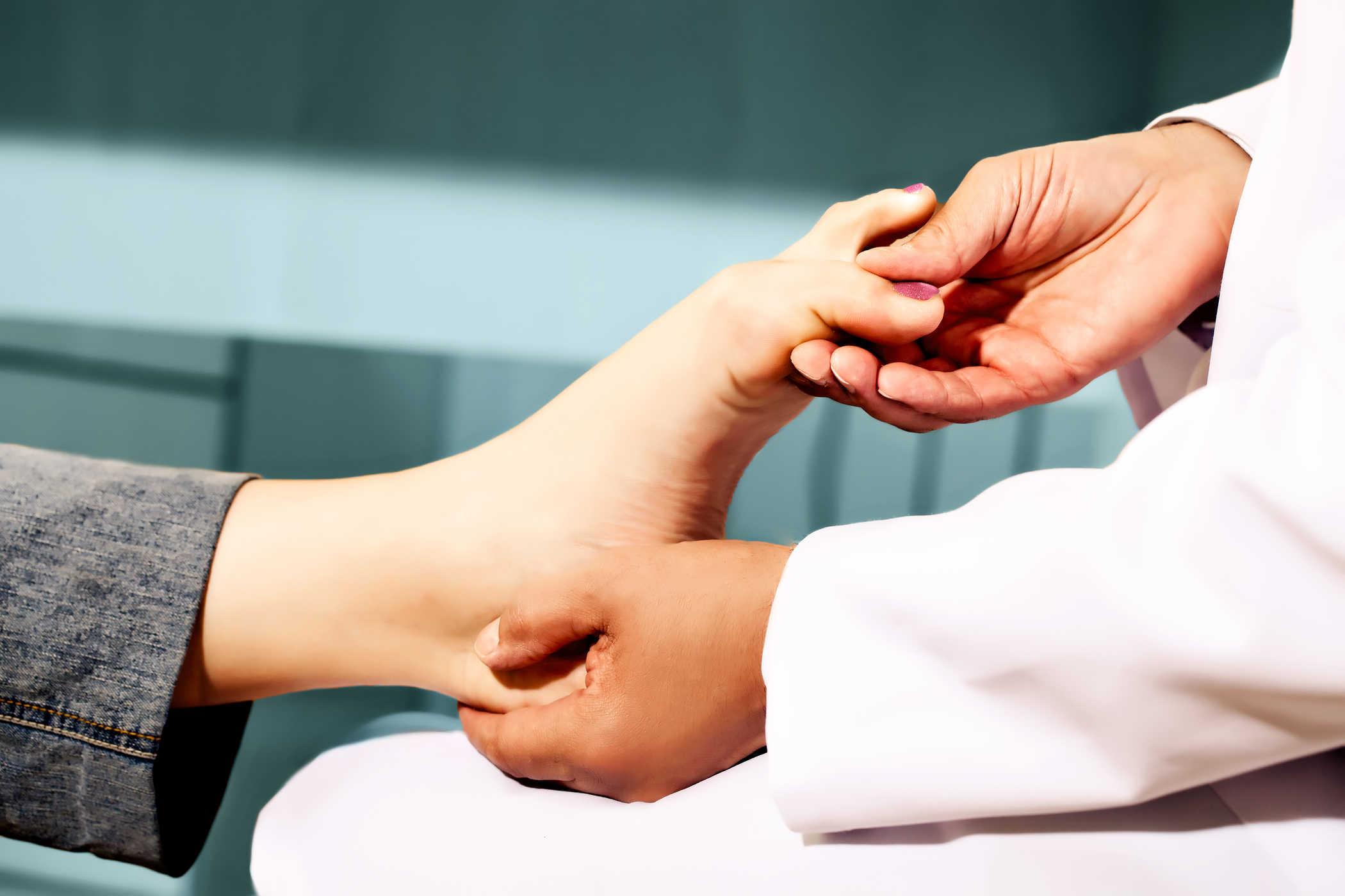 chữa đau khớp cổ chân
