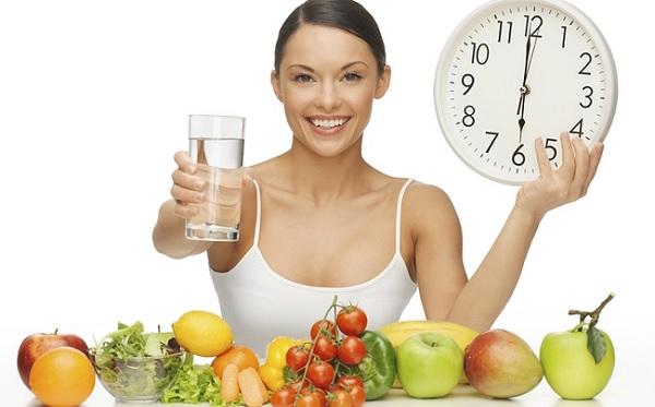 Người bị đau dạ dày cần phải ăn uống đúng giờ