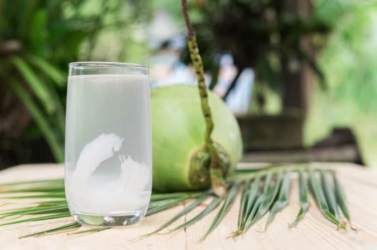 trào ngược dạ dày có nên uống nước dừa không