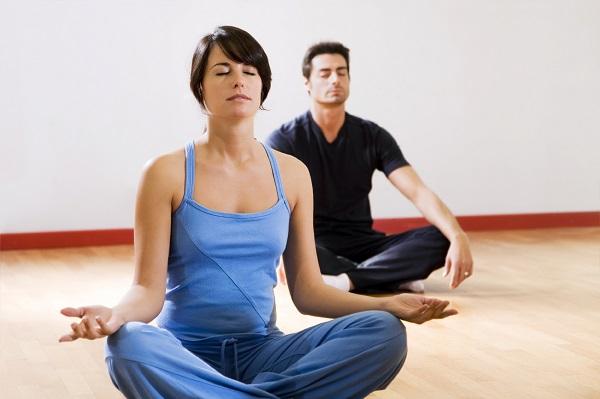 Hít thở đúng cách - động tác yoga người bị thoái hóa cột sống nên tập