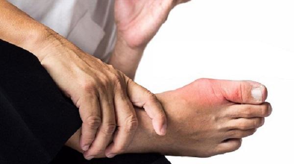 Đau ở khớp ngón chân do chấn thương