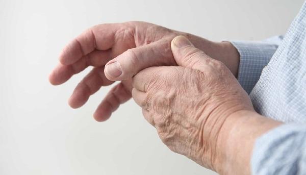đau khớp chân tay