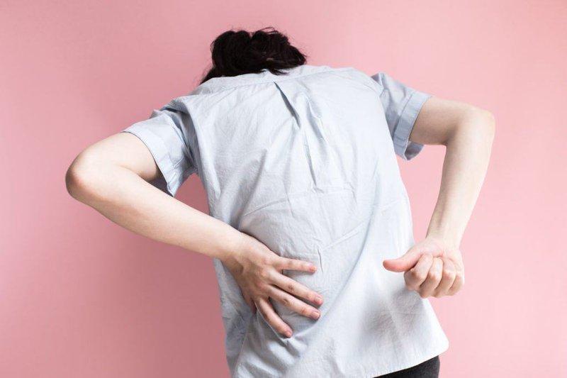 đau lưng sau khi sinh