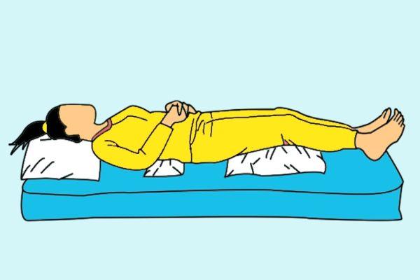 Tư thế nằm ngủ tốt cho người bị đau lưng về đêm
