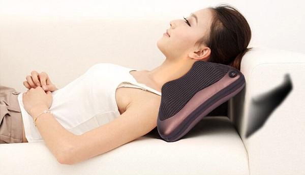 Sử dụng máy mát xa cổ có thể làm ngăn chặn các cơn đau vùng vai gáy.