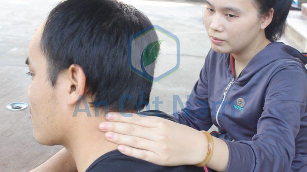 Chị Dung (vợ anh Mạnh) không khi nào bớt lo lắng vì căn bệnh của chồng