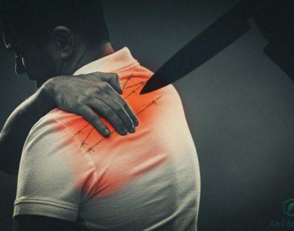 đau buốt lưng