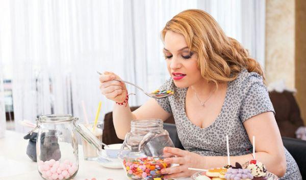 Đau nhức xương khớp ở người trẻ có thể do chế độ ăn uống