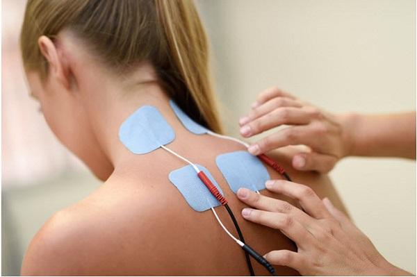 máy xung điện có thể giúp giảm các cơn đau và nhức mỏi ở một cách nhanh chóng