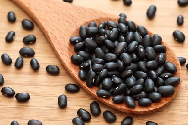 Chữa thận yếu bằng đậu đen và cây nhọ nồi