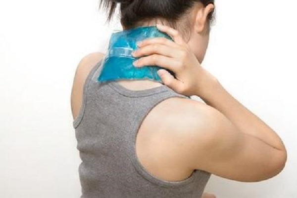 chữa đau cứng cổ vai gáy
