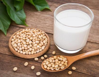 Đau dạ dày uống sữa đậu nành được không?