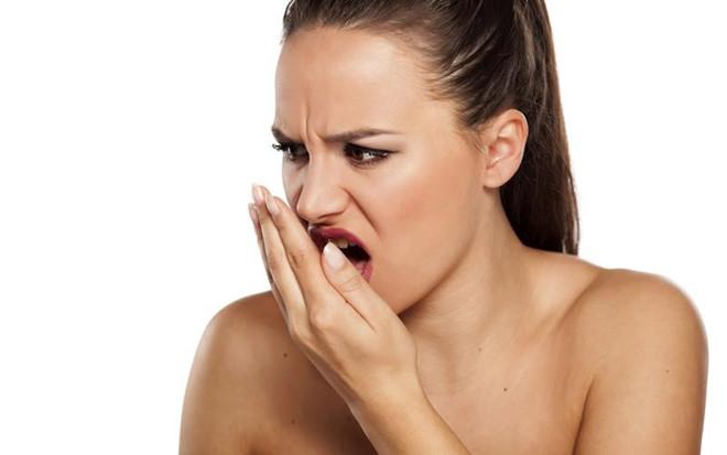 Đờm trong cổ họng có mùi hôi