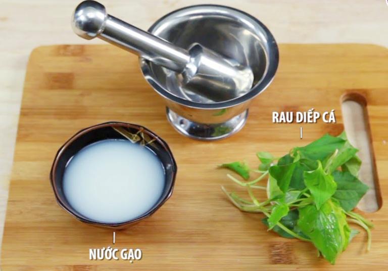 Rau diếp cá kết hợp với nước vo gạo