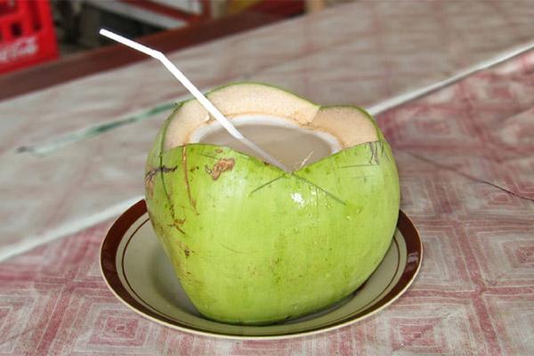 suy thận có nên uống nước dừa không