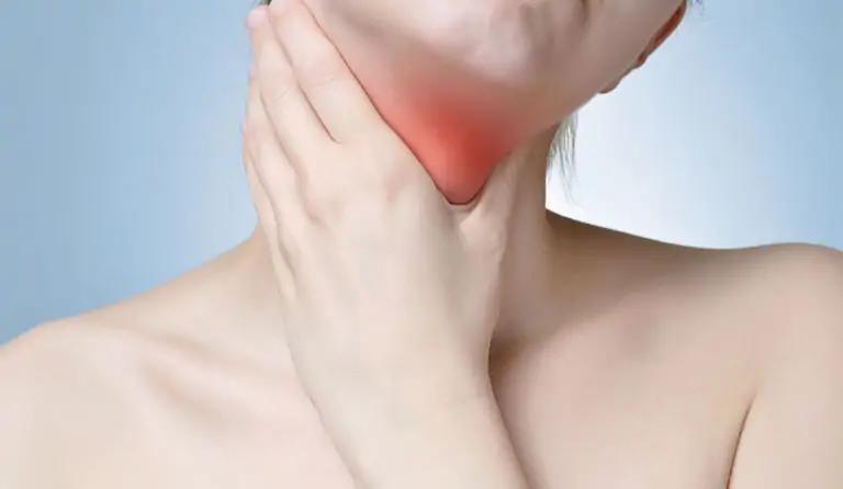 đau họng nổi hạch ở cổ ù tai sổ mũi