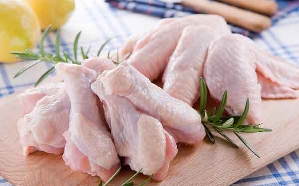 Trẻ bị hen có ăn được thịt gà không