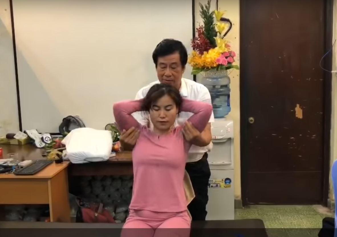 Thầy Dư Quang Châu chữa thoát vị đĩa đệm